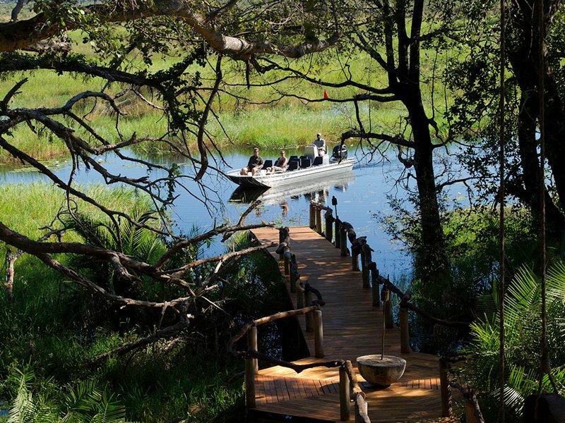 Botswana-Okavango-JaoCamp-LakeBoat