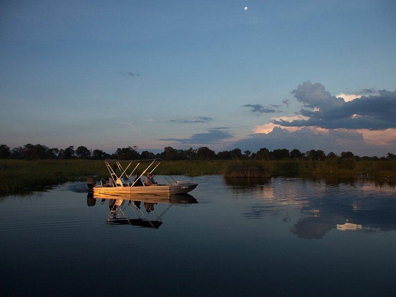 Botswana-Okavango-LittleVumbura-BoatLake