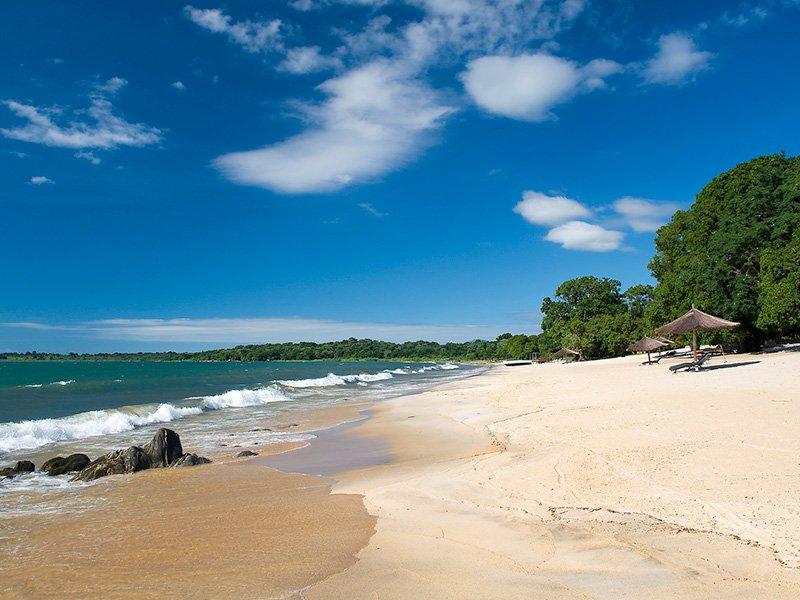 Malawi-LakeMalawi-ChinthecheInn-BeachView2