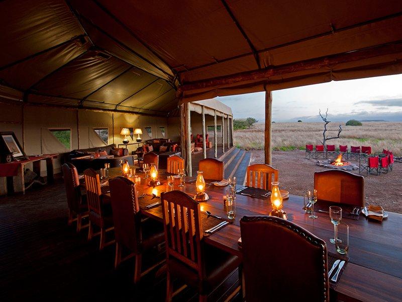 Namibia-Palmwag-Desert-Rhino