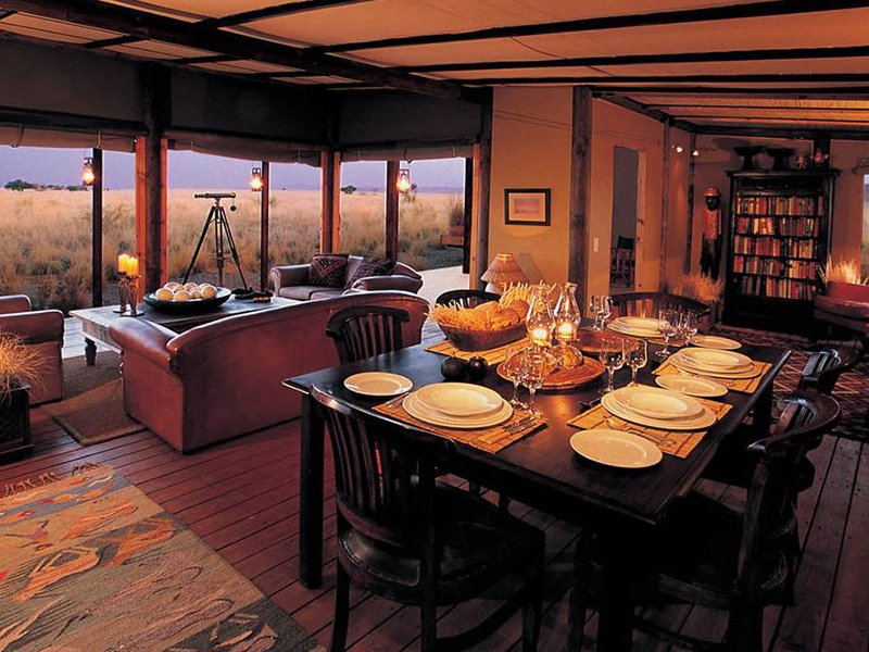 Namibia-Sossusvlei-Wolwedans-Boulder-Camp-dining