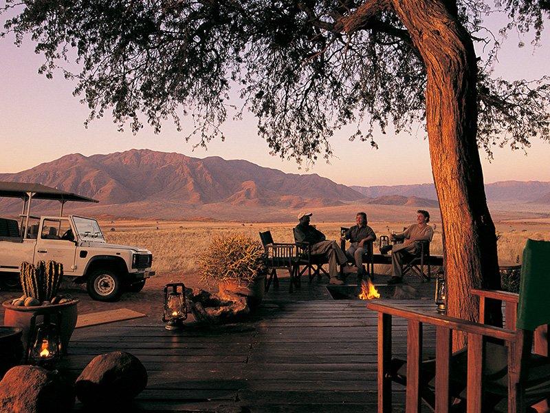 Namibia-Sossusvlei-Wolwedans-Dunes-Camp-sundowners