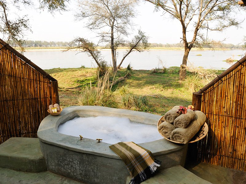 Zambai-Lower-Zambezi-Old-Mondoro-Splash-Tub