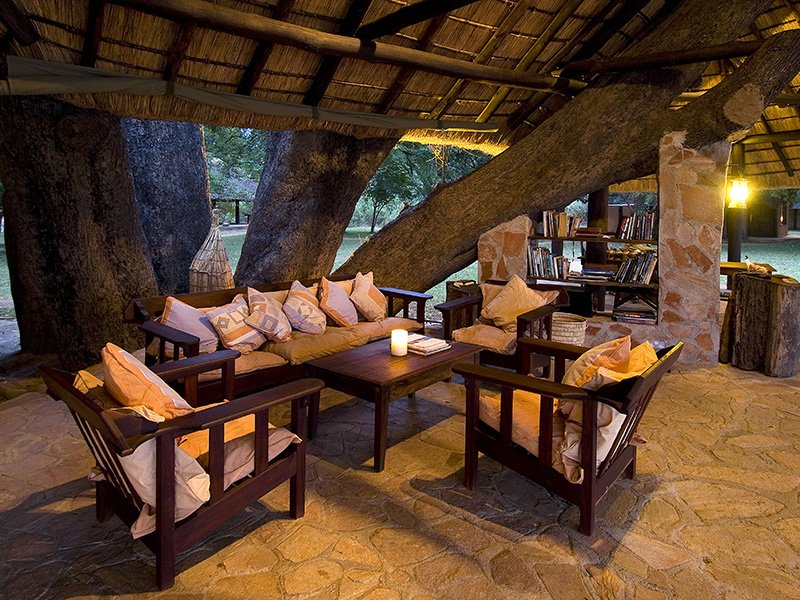 Zambia-South-Luangwa-Nkwali-Lounge