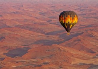 Luxury-safari-in-Namibia-Sossusvlei-balloon